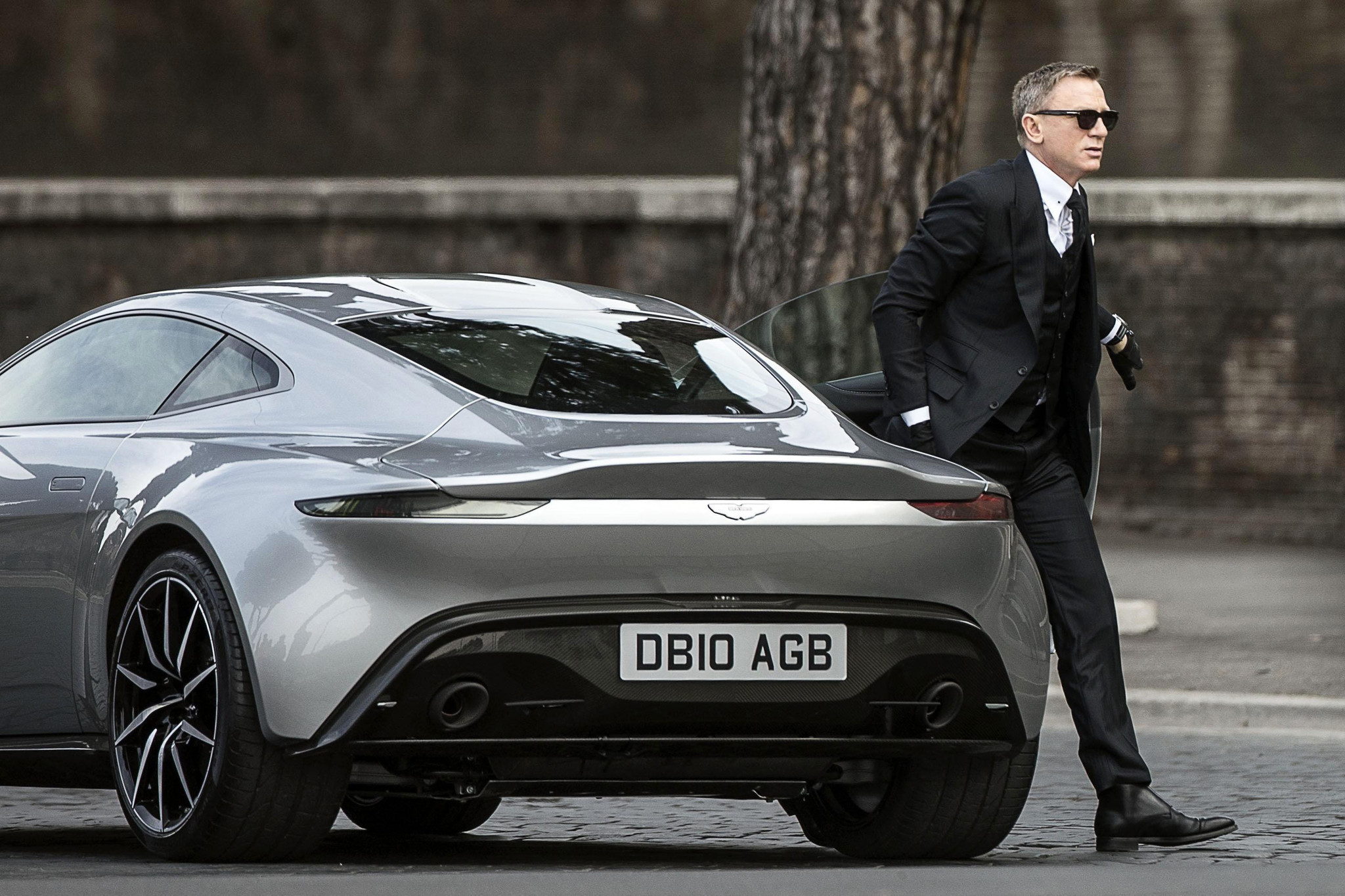 Spectre, il braccino corto di James Bond