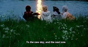 """Marie Antoinette, ricordi i tuoi diciott'anni, quando con occhi luminosi fissavi la tua alba, nella potenza del mattino che iniziava in un brindisi continuo verso il futuro radioso? Ricordi ancora quel momento, in cui sapevi di poter dare un """"nuovo ordine"""" a tutte le cose?"""