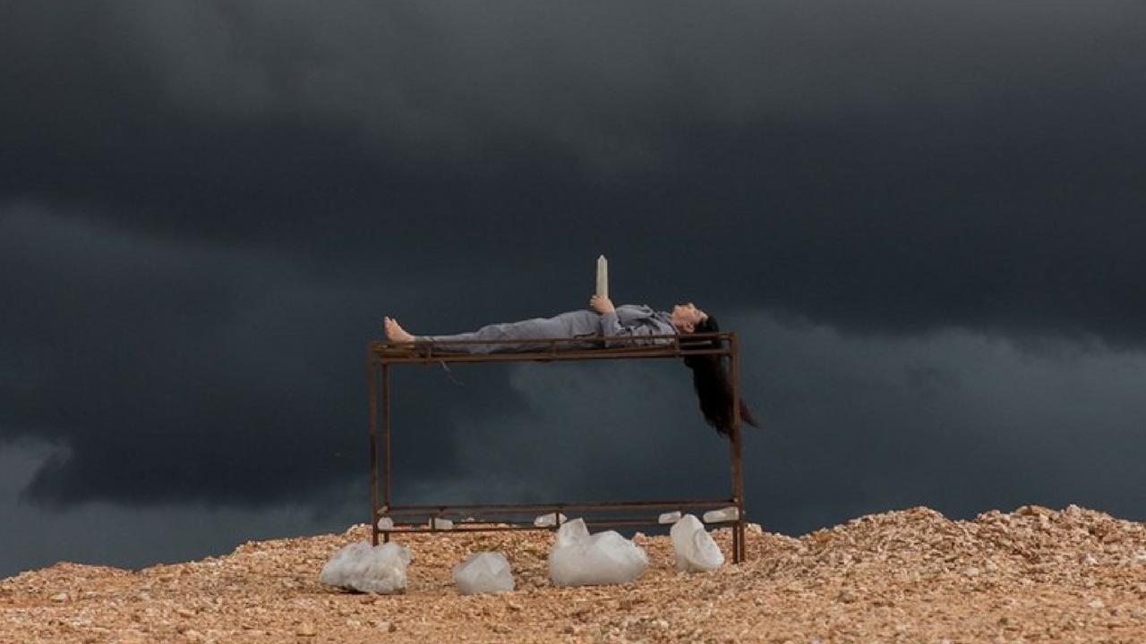 The Space in Between, attraversare il dolore con l'arte della performance