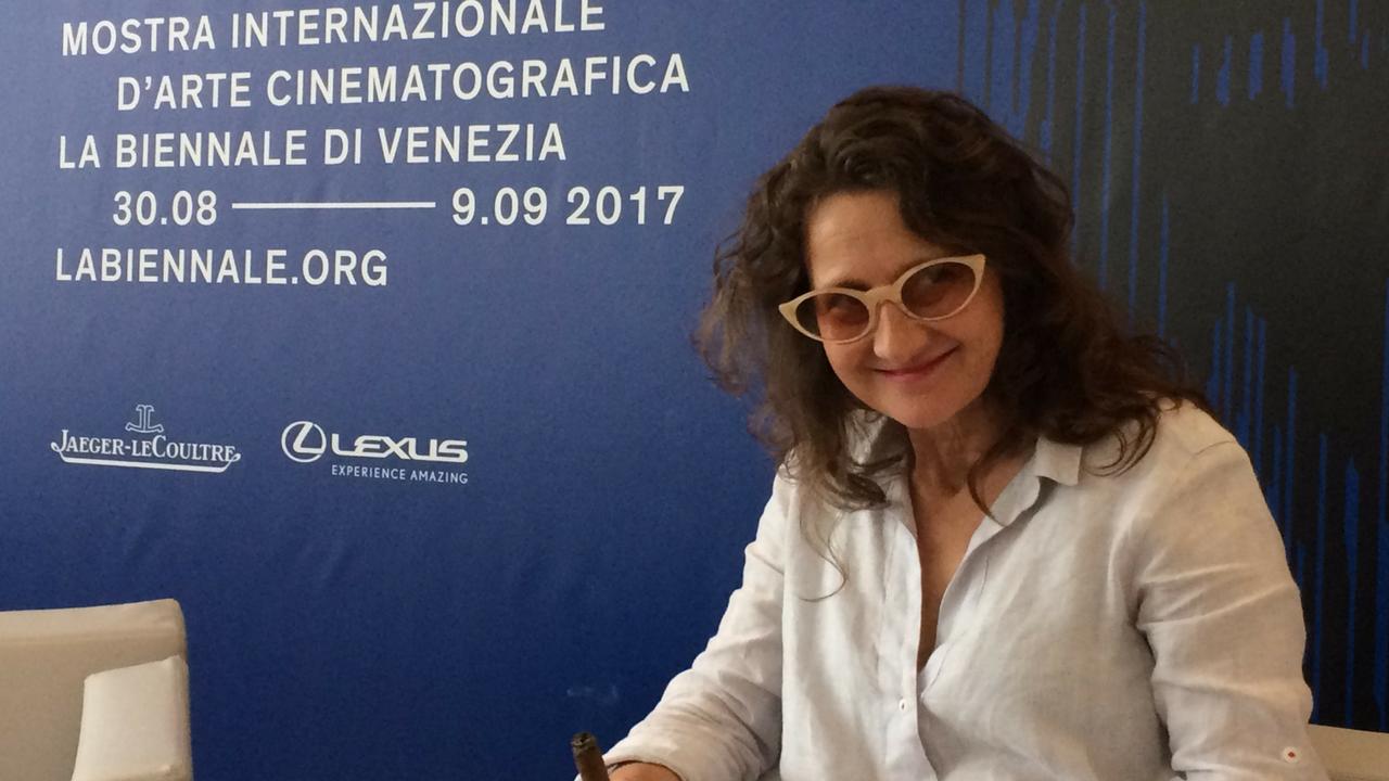 """Venezia74: Un caffè, un """"purito"""" e due chiacchiere in compagnia di Lucrecìa Martel, regista di Zama"""