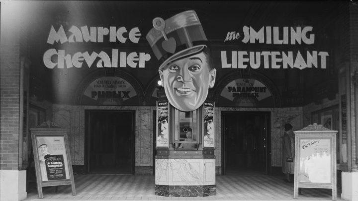 Il vero cinema di Georges Simenon dentro un gabbiotto di vetro