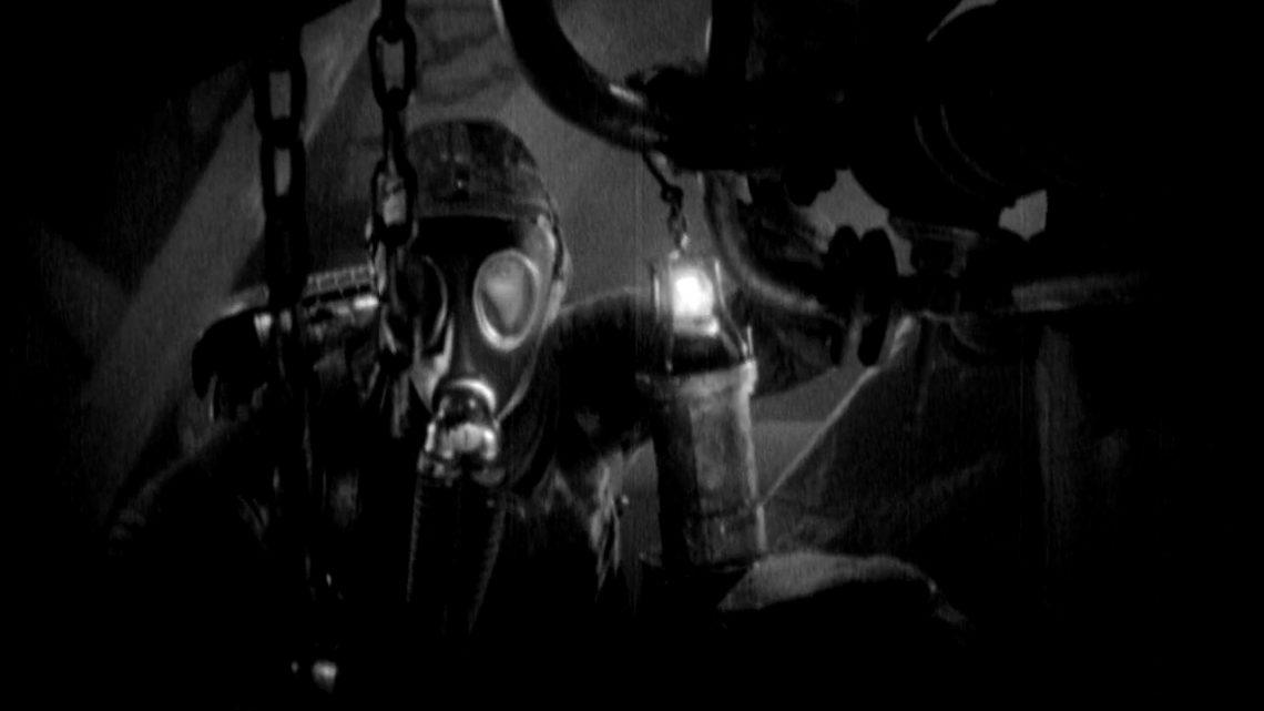 Sottoterra con G. W. Pabst, indossando maschere antigas