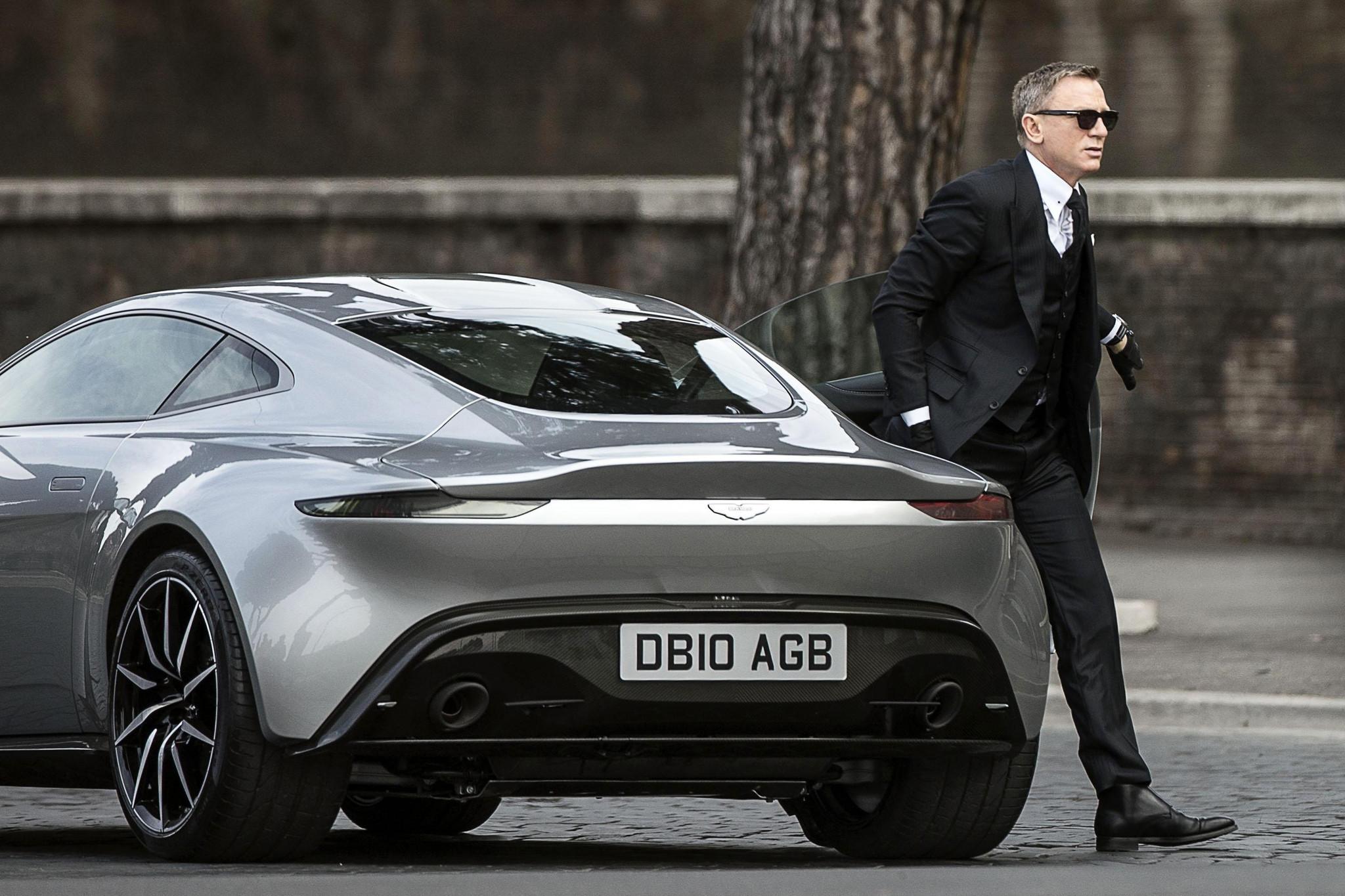 Spectre, il braccino corto di James Bond