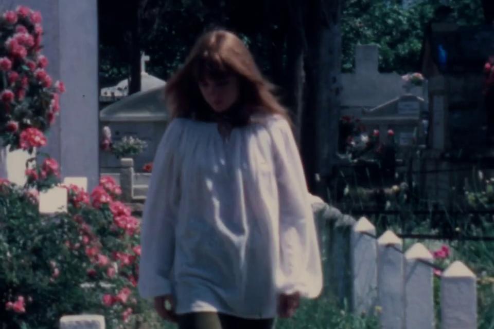 Riaffiora un 8mm del '71 girato da Jim Morrison dentro un cimitero in Corsica